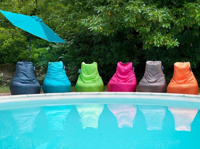 Pouf-exterieur-colores-jardin-prive_w641h478