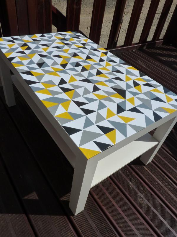 customiser une vieille table mode d emploi. Black Bedroom Furniture Sets. Home Design Ideas