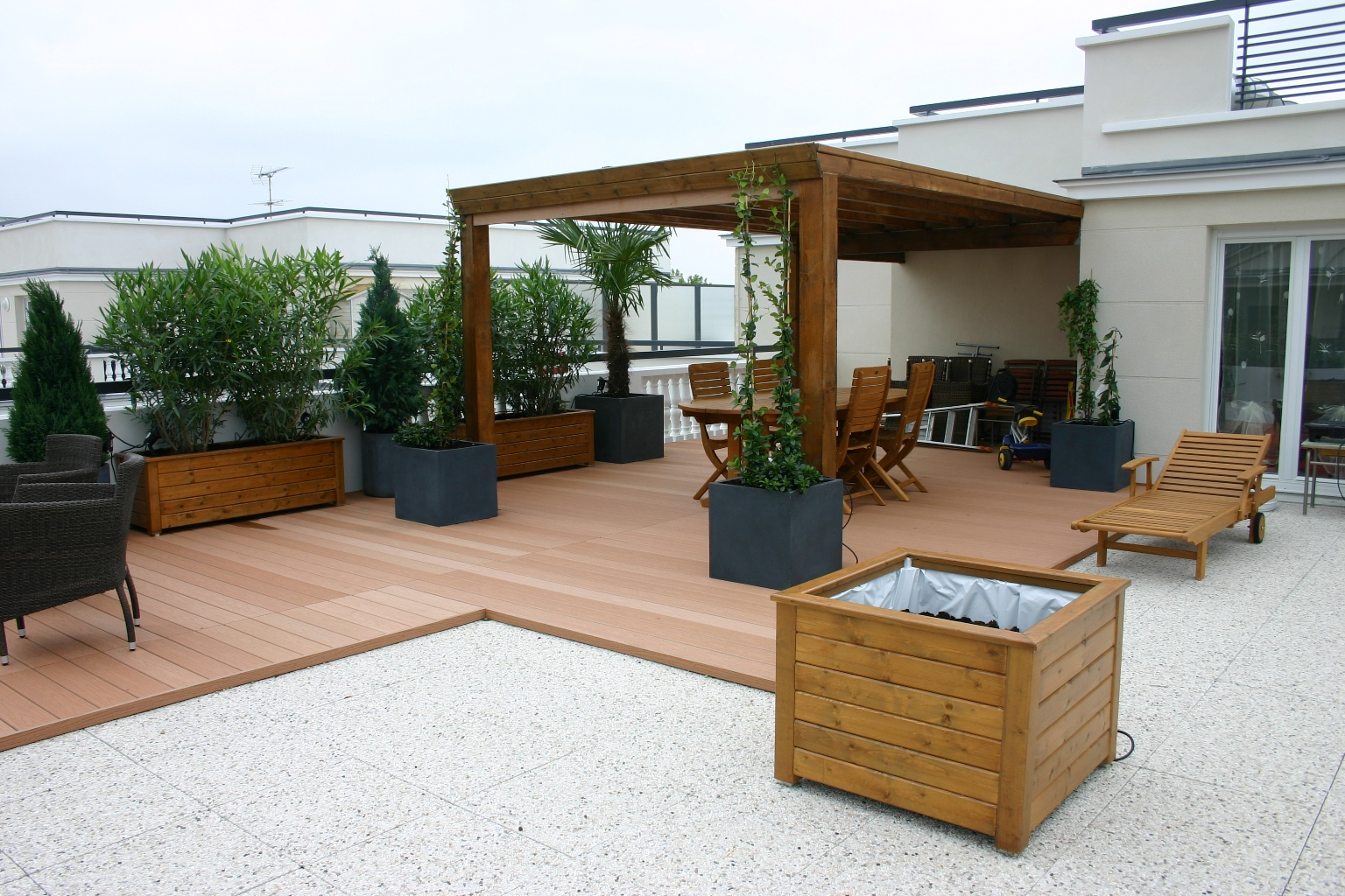 decorer sa terrasse exterieure maison design. Black Bedroom Furniture Sets. Home Design Ideas
